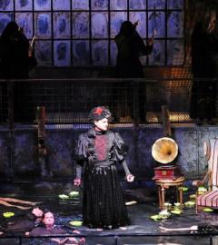 bestemul de a fi femeie piesa de teatru arad
